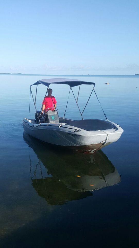 liberti 39 boat location de bateaux moteur sans permis en guadeloupe. Black Bedroom Furniture Sets. Home Design Ideas